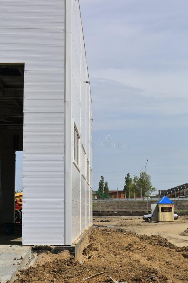 Proces budowa i wodowanie wielkie logistyki ześrodkowywamy, swój wewnętrzna apretura i plombowanie obrazy stock