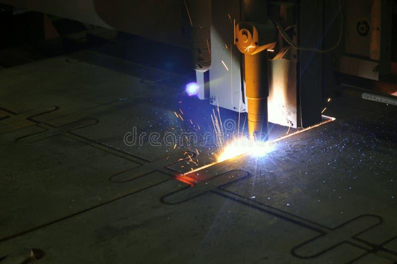 Proces die om metaal te snijden plasmasnijmachine met behulp van royalty-vrije stock afbeeldingen