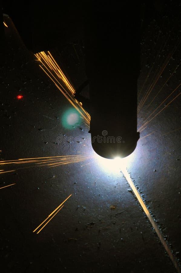 Proces die om metaal te snijden plasmasnijmachine met behulp van royalty-vrije stock fotografie