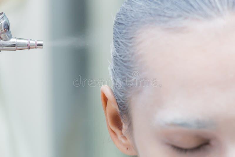 Proces kładzenia airbrush uzupełniał zdjęcie royalty free