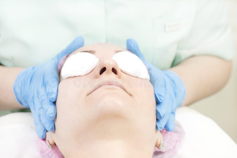 Proces kosmetyk maska masaż i facials zdjęcie royalty free