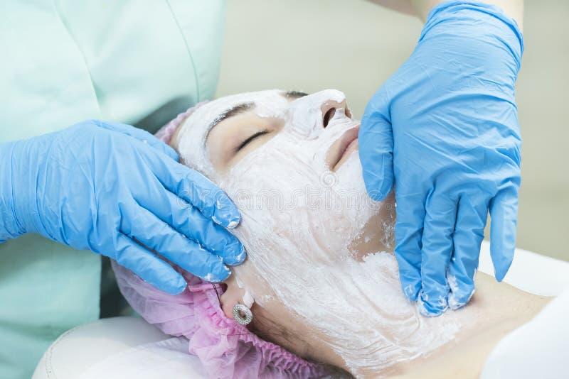 Proces kosmetyk maska masaż i facials zdjęcia royalty free