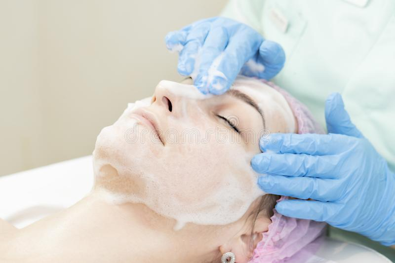 Proces kosmetyk maska masaż i facials zdjęcia stock