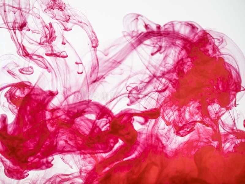 Proces om acrylinkt in water op te lossen Verbazende abstracte achtergrond De plons van kleurrijke verf fotografeerde terwijl royalty-vrije stock fotografie