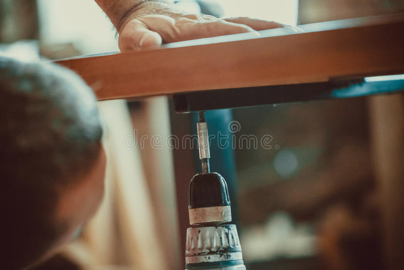 Proces om meubilair te maken stock afbeelding