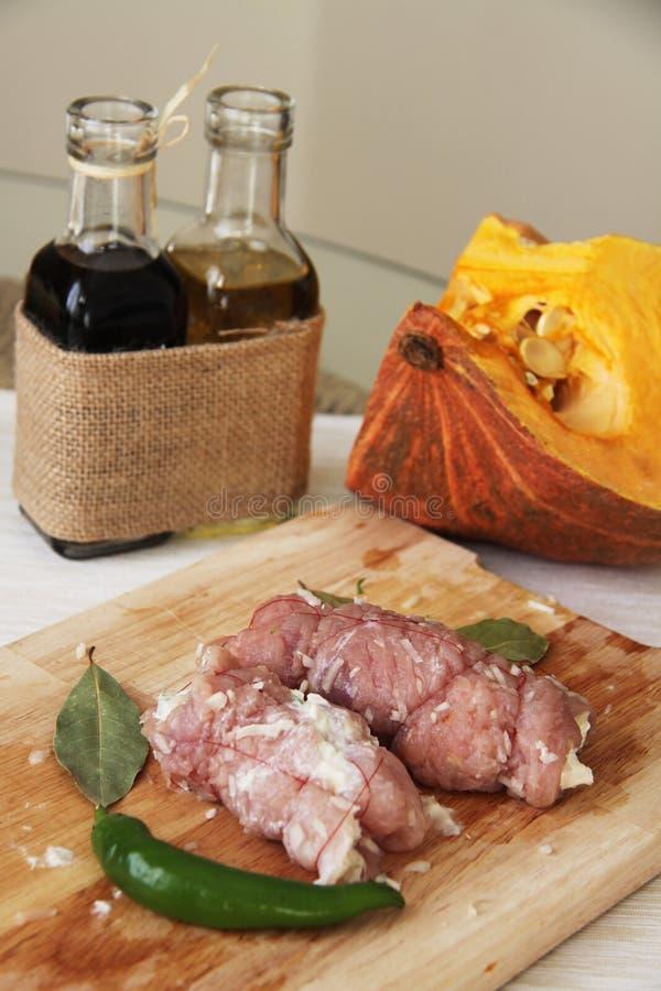 Proces om varkensvleesbroodjes te marineren royalty-vrije stock foto's