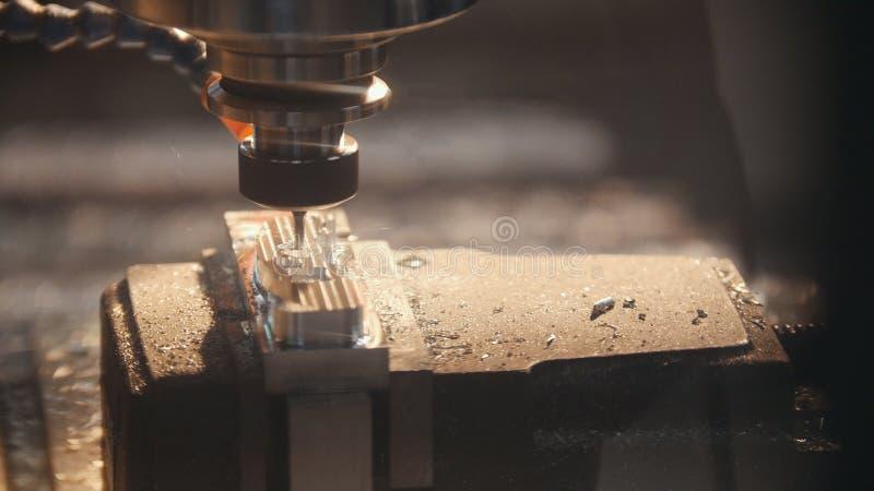 Proces pracować przemysłową maszynę w fabryce obrazy stock