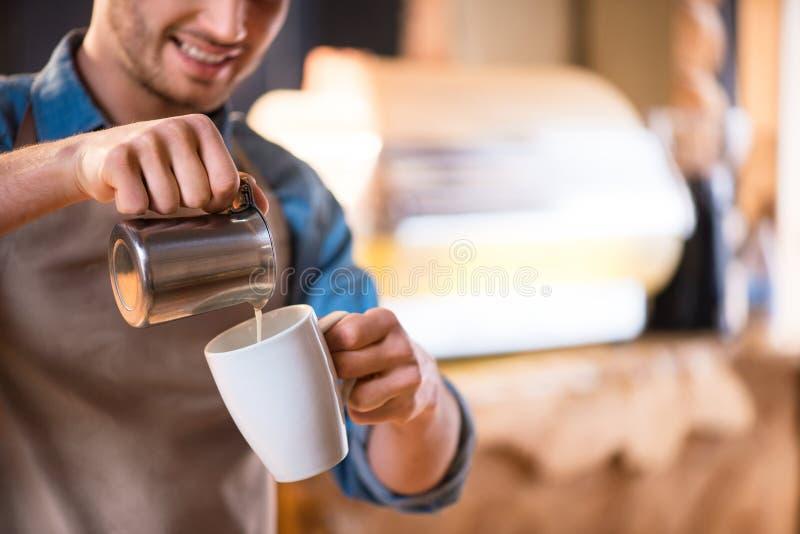 Proces van koffie het maken royalty-vrije stock fotografie