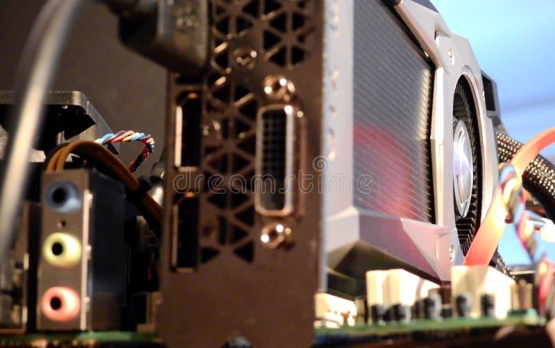 Procesador de gráficos en la placa madre que mina Bitcoin fotos de archivo