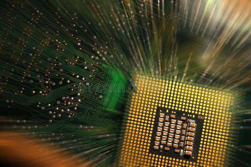 Procesador obsoleto del ordenador de la CPU sobre la placa madre Fondo fotografía de archivo