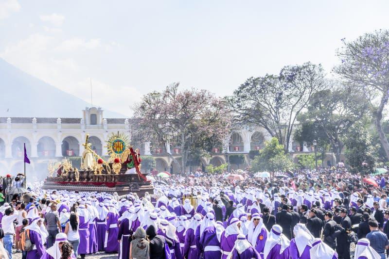 Procesión de Domingo de Ramos delante de la catedral, Antigua, Guatemala foto de archivo libre de regalías