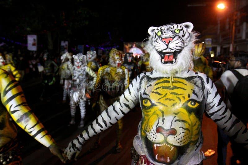 Procesión de la danza del tigre foto de archivo
