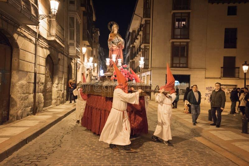 Procesión de la noche de la semana del acebo de Pascua en Briviesca, Burgos, España fotos de archivo