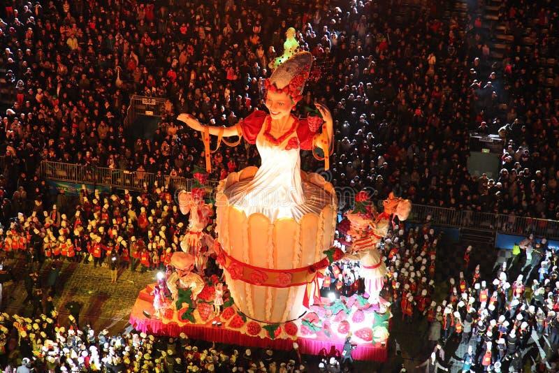 Procesión del carnaval en Niza 2014 imagen de archivo