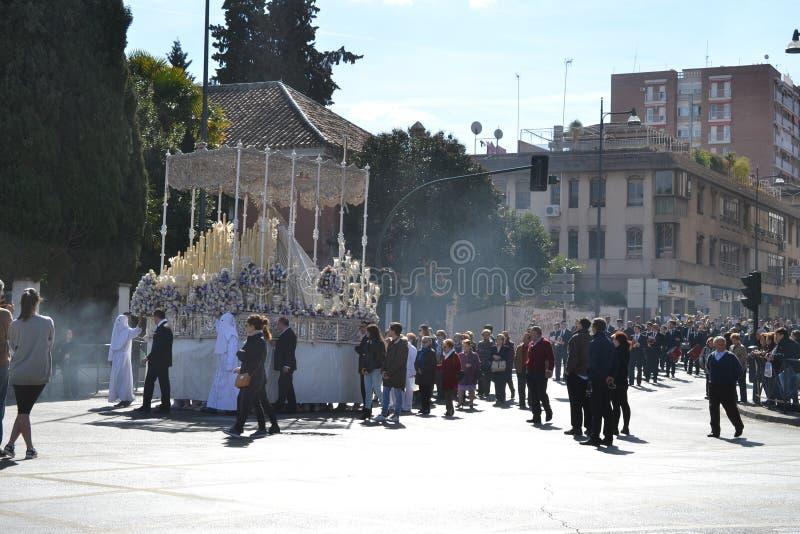 Procesión durante semana santa en Granada, Andalucía, España, semana de pasión antes de Pascua fotos de archivo
