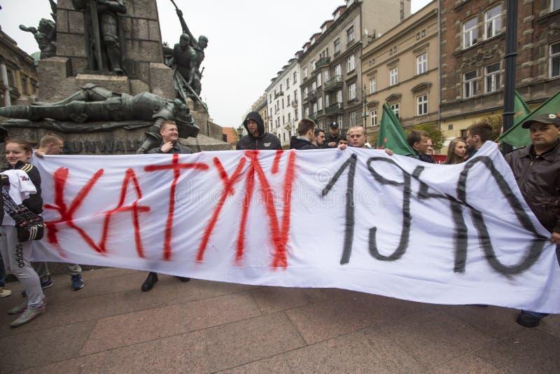 Procesión Katyn de los participantes IV en memoria de asesinado todo en abril de 1940 foto de archivo libre de regalías