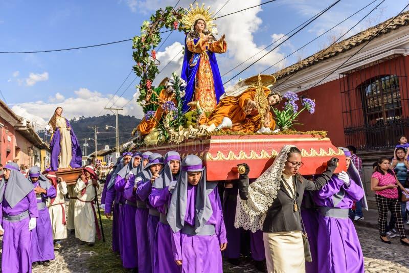 Procesión prestada en la calle de Antigua, Guatemala fotografía de archivo libre de regalías