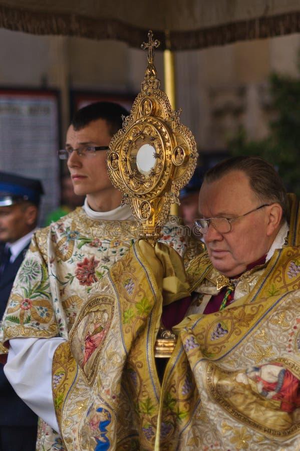 PROCESIÓN RELIGIOSA EN EL DÍA DE CORPUS CHRISTI fotografía de archivo