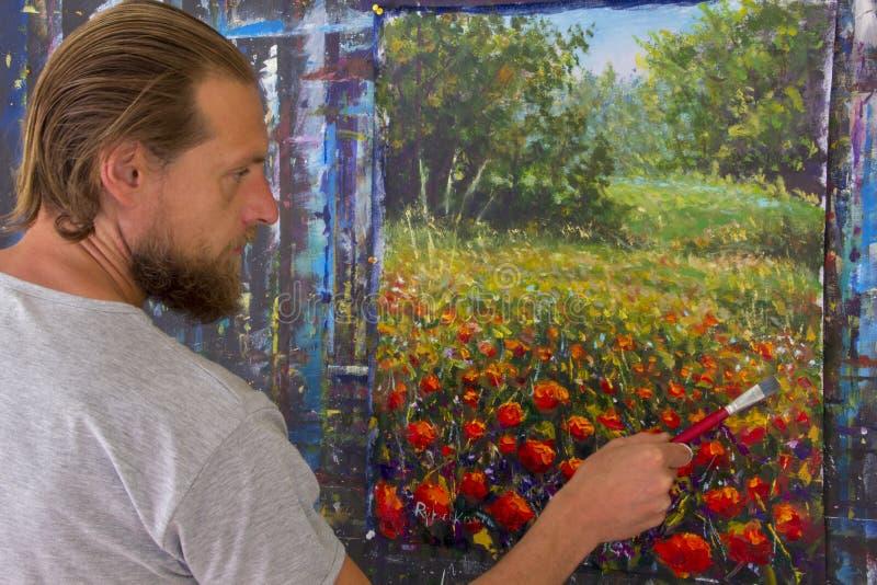 Proceso creativo del arte El artista crea la pintura en lona foto de archivo