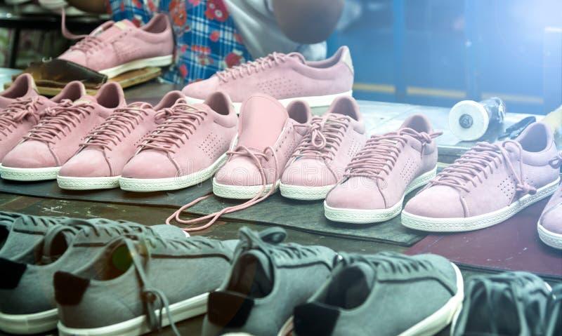 Proceso de fabricación del zapato imagen de archivo