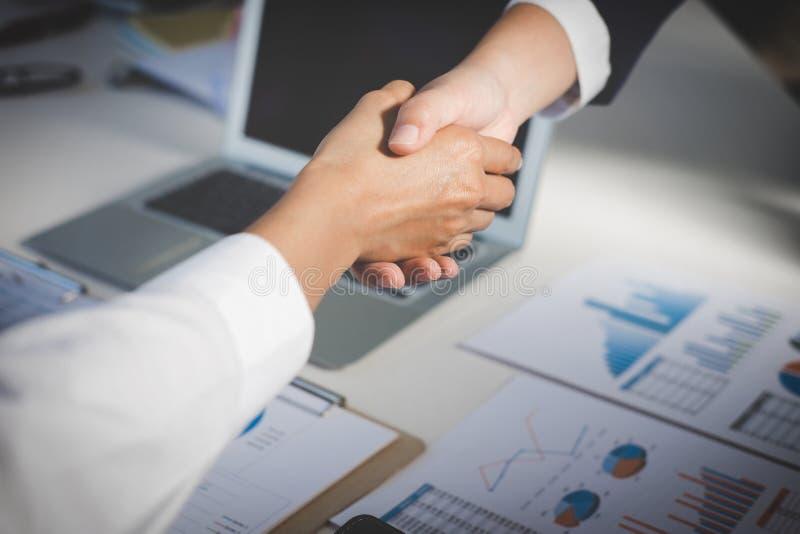 Proceso del trabajo en equipo, imagen del apretón de manos del saludo del equipo del negocio Suc imagenes de archivo