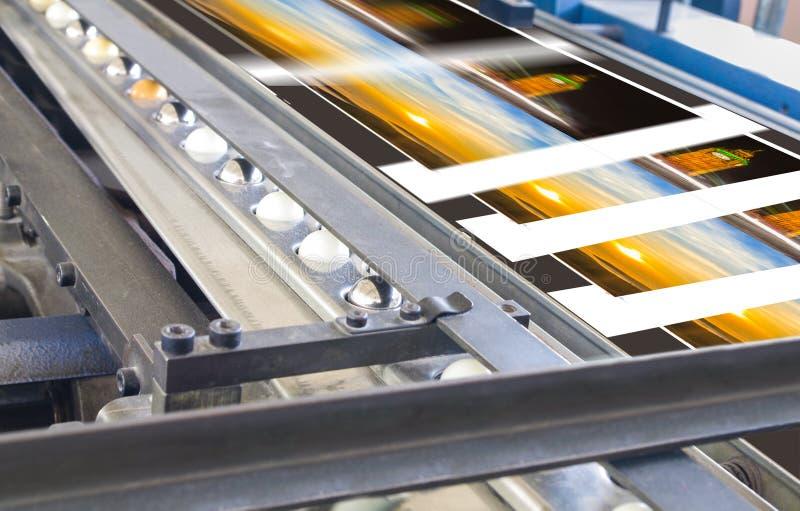 Proceso poligráfico en una casa de impresión fotografía de archivo libre de regalías