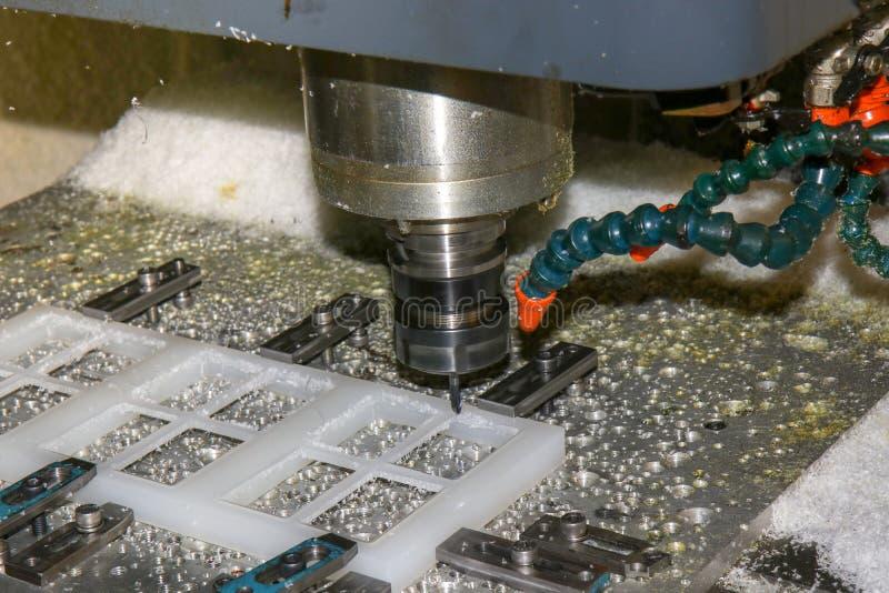 Proceso principal del CNC Machineworking de la máquina que muele del plástico imagen de archivo