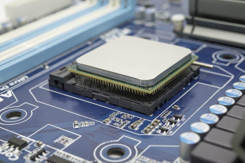 Processador do computador na placa de circuito imagem de stock
