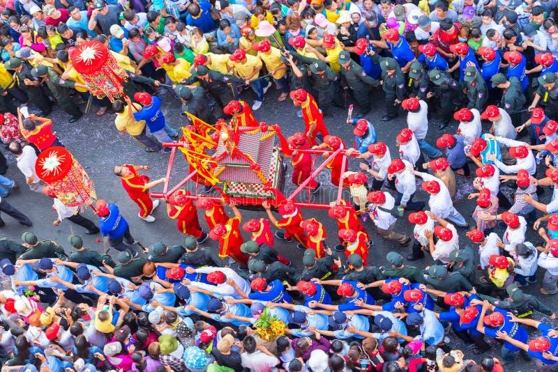 Procession för kinesisk lykta för festivalgudinna röd royaltyfria foton