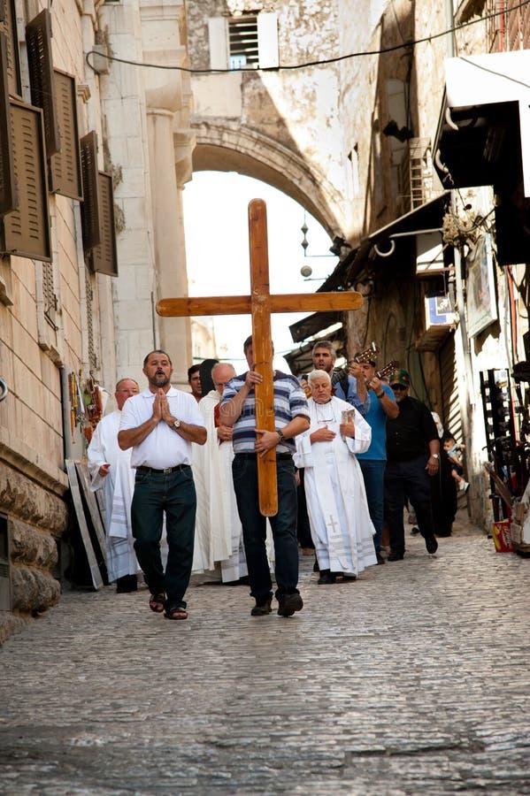 Processione cristiana su Gerusalemme via Dolorosa immagine stock
