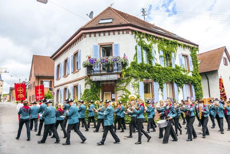 Processione della st Johannes in Oberrrotweil, Germania immagini stock