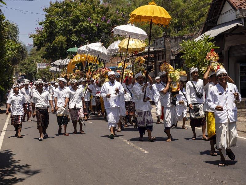 processione indù in processione 15 novembre 2019, Padagbai, Bali, Indonesia immagini stock libere da diritti