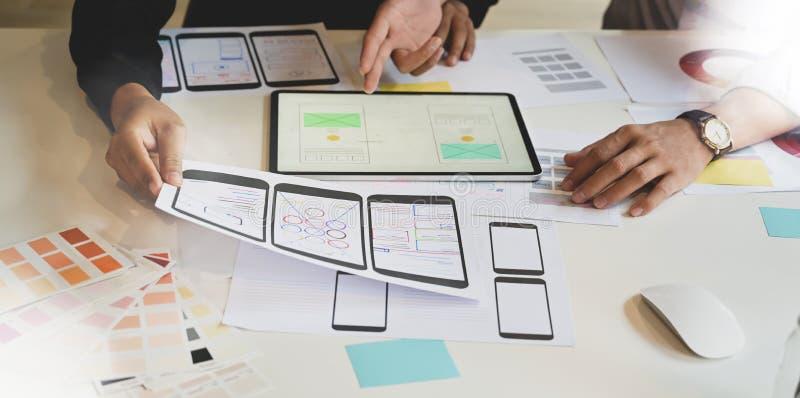 Processo de aplicação planejando criativo do designer gráfico de UX fotos de stock royalty free