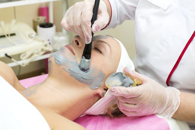 Processo del massaggio e dei facials immagine stock libera da diritti