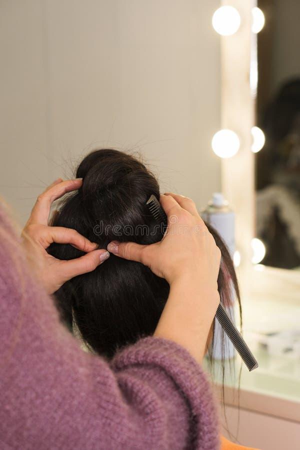 Processo della creazione dei capelli fotografia stock libera da diritti