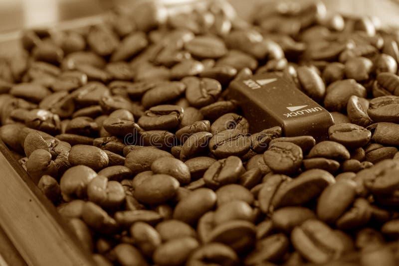 Processo della preparazione di caffè caldo immagini stock libere da diritti