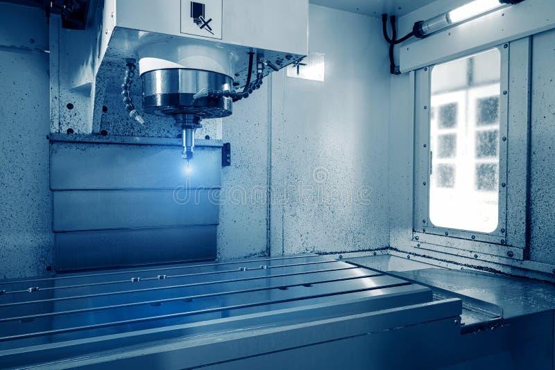 Processo di lavorazione dei metalli di taglio di fresatura Lavorare di CNC di industriale di precisione del dettaglio del metallo fotografia stock