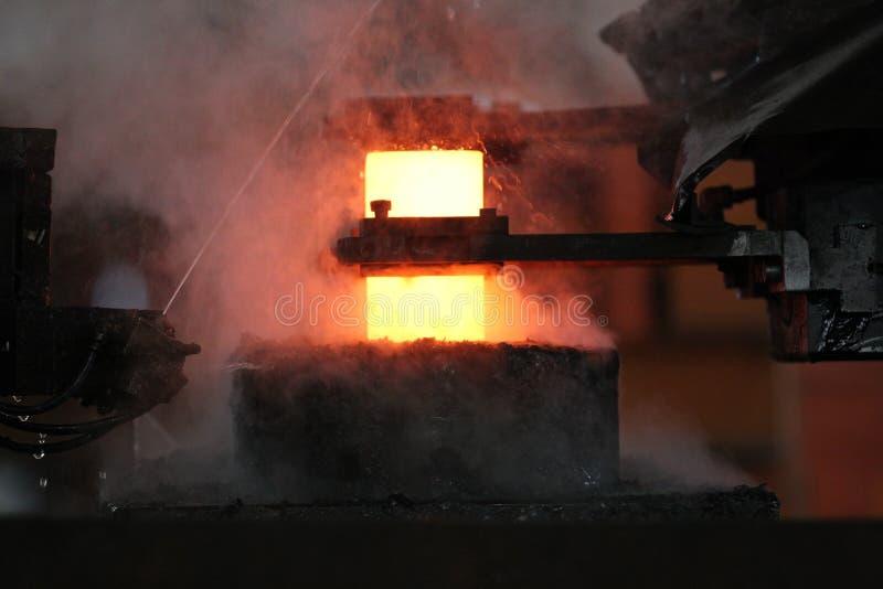 Processo di timbratura caldo automatico fotografia stock libera da diritti