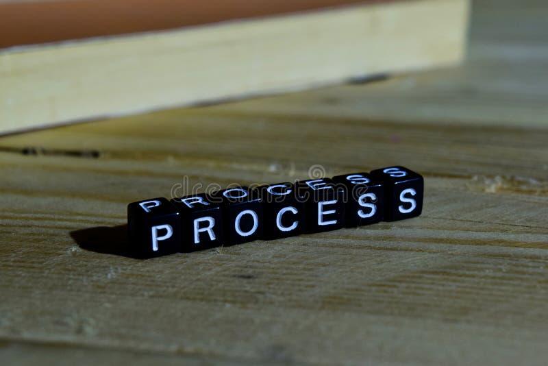 Processo em blocos de madeira Conceito da motivação e da inspiração imagem de stock