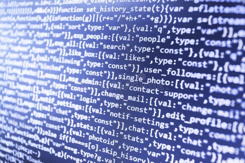 Processo futuro della creazione di tecnologia Codifica dell'IT sullo schermo di monitor immagine stock libera da diritti