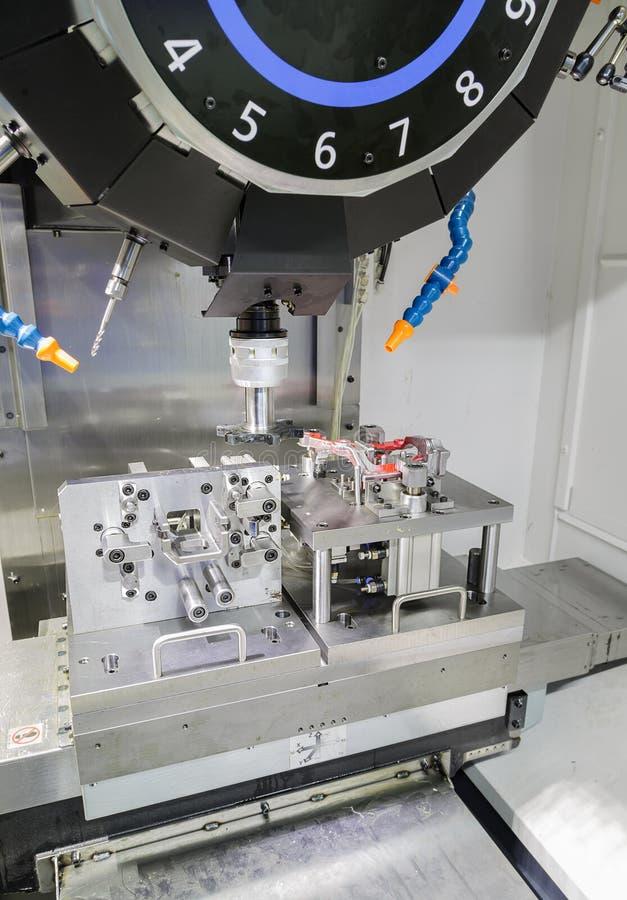 Processo industrial do corte fazendo à máquina do metal de parte b automotivos imagem de stock royalty free