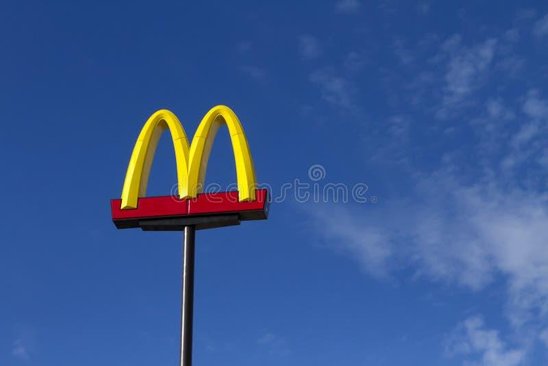 Processo legal de encontro a McDonald's foto de stock royalty free