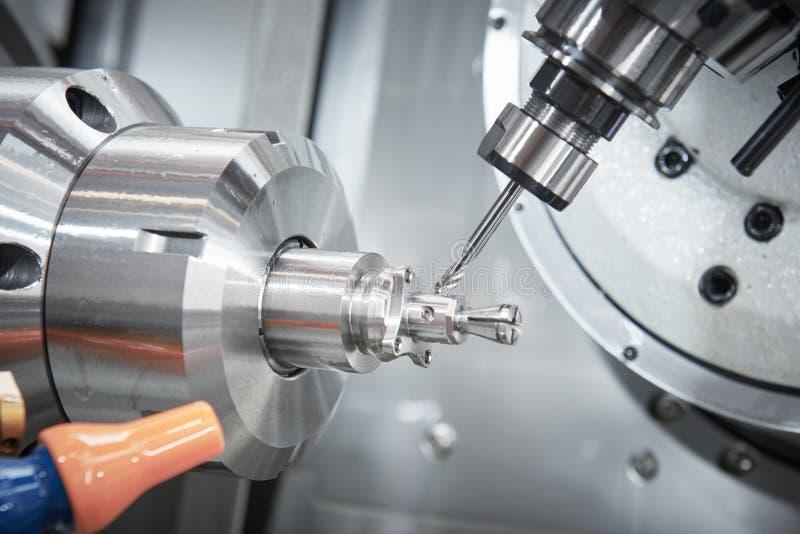 Processo metalúrgico industrial do corte pelo cortador de trituração do CNC foto de stock royalty free