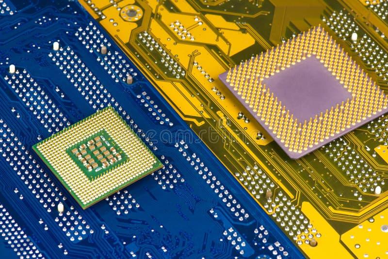 Processorer på moderkortbakgrund arkivbild