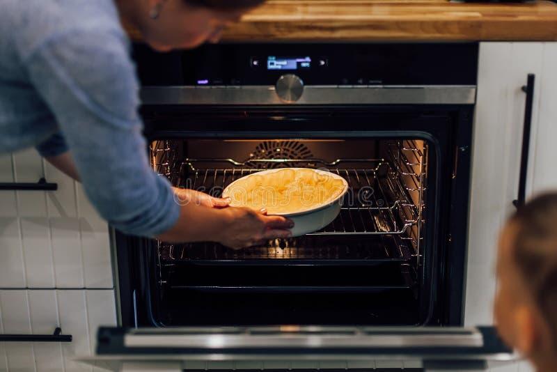 Processus de préparer le tarte de potiron vegan Régime Nourriture saine photos stock