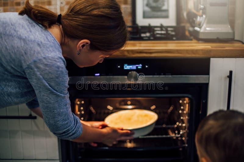 Processus de préparer le tarte de potiron vegan Régime Nourriture saine images libres de droits