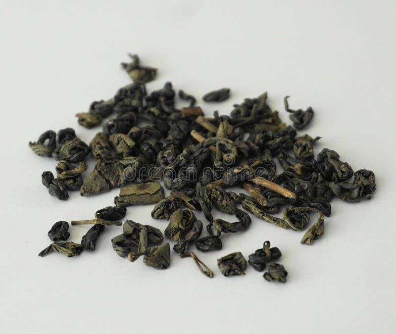 Proch Luźna herbata przeciw białemu tłu fotografia stock