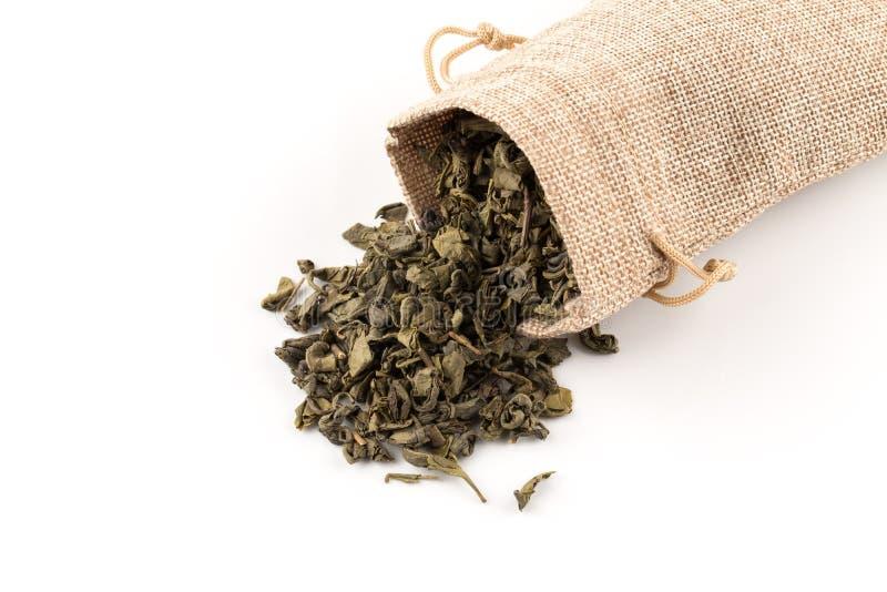 Download Proch zielona herbata obraz stock. Obraz złożonej z hessian - 106918443