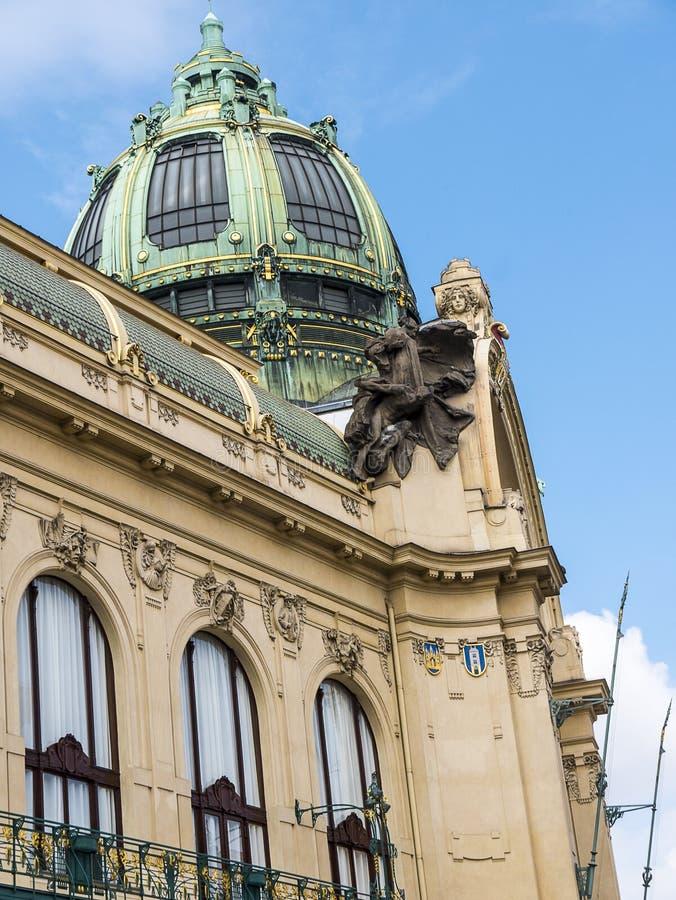 Prochowy wierza i Miejski Hall w Praga, kapita? republika czech obrazy stock