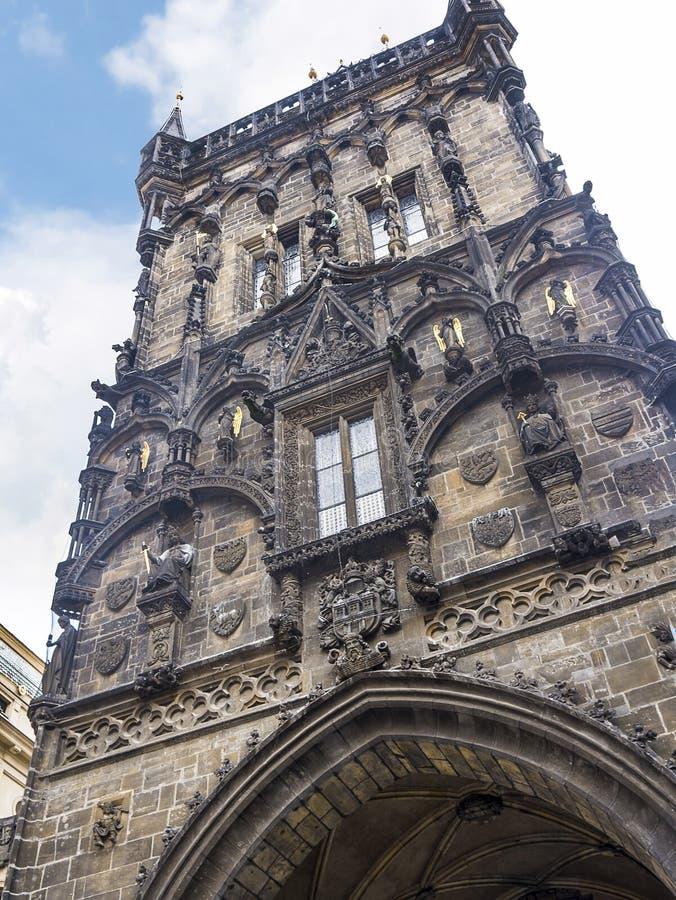 Prochowy wierza i Miejski Hall w Praga, kapita? republika czech zdjęcia royalty free